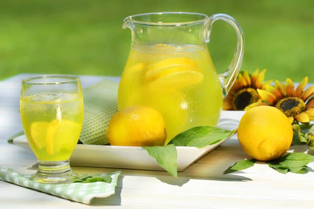 homemade detox drinks:lemonade cleanse