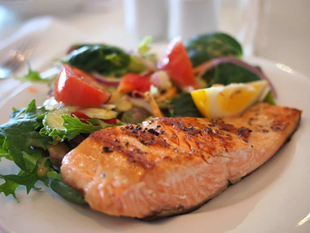 10 Common Foods That Promote Weight Loss Naturally:Salmon